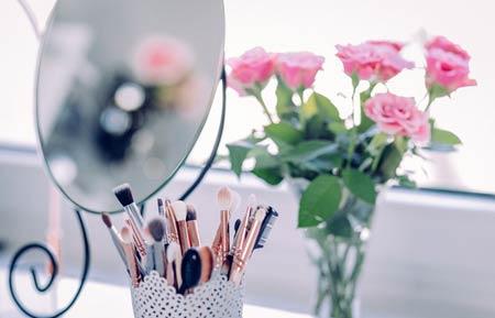 miroir et accessoires beauté